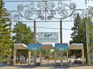 В омском парке устанавливают новый светомузыкальный фонтан