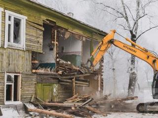 В Братске сносят расселённые дома