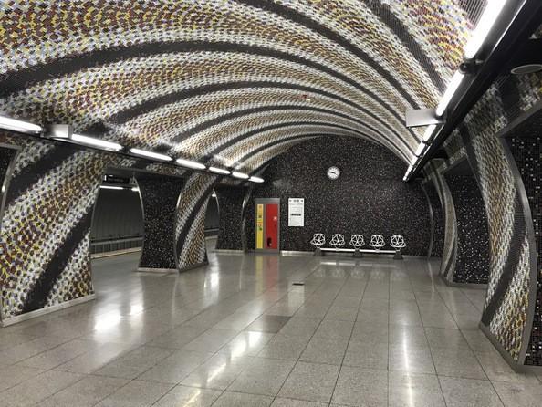 Станция метро Szent Gellért tér (Будапешт)