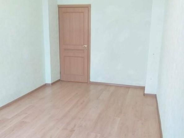 Продам 2-комнатную, 59 м², Эмилии Алексеевой ул, 32/83. Фото 2.