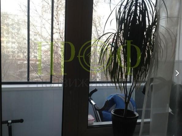 Продам 2-комнатную, 44 м2, Октябрьский пр-кт, 93. Фото 1.
